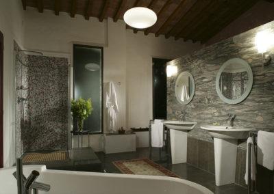 tuscan_bath